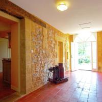 Hotel Pictures: Maison De Gardien Iii, Saint-Médard-d'Excideuil
