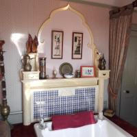 Suite With Four Poster Bed + Double walk-in Bath