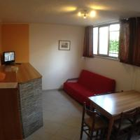 Small One-Bedroom Apartment (4 Adults)