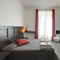 Deluxe Double Room with Square View