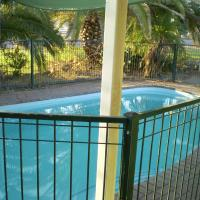 Hotel Pictures: Banjos Overnight And Holiday Units, Winton