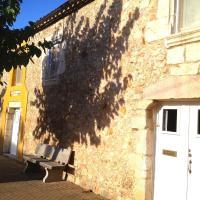Hotel Pictures: Casa de pueblo en la Costa Brava, Albóns