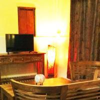 Deluxe Two-Bedroom Bungalow with Three Queen Beds