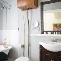 Small King Room with Spa Bath - Non-Smoking