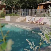 Hotel Pictures: Les Cabanes de Carelle, Aspères