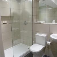 Triple en-suite with shower