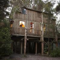 Three-Bedroom Tree House with Spa Bath