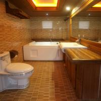 Deluxe Suite with Hot Tub and Sea View