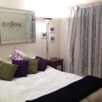 Hotel Pictures: Mornington Cherry Blossom Bedsit, Mornington