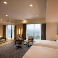 Corner Room with Ocean View (6 Adults)