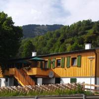 Hotel Pictures: Jägerchalet, Uttendorf