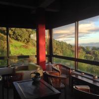 Hotel Pictures: Hotel La Canela, Piedralaves
