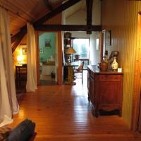 Hotel Pictures: Maison Pour Vacances, Saint-Laurent-des-Hommes