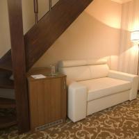 Mezzanine Room with Spa Access
