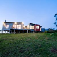 Hotel Pictures: Elevated Plains Retreat 1, Daylesford