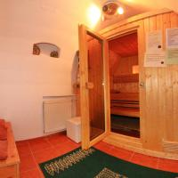 Single Bed in Dormitory Room (6 Adults) with Shared BathRoom