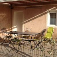 Hotel Pictures: Superbe Rez de Villa Vue Mer, Corbara