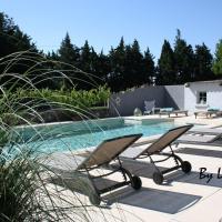 Hotel Pictures: Le Cabanon de la Moureale, Caumont-sur-Durance