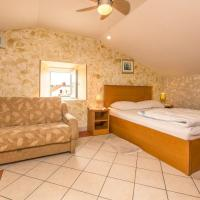 Economy Triple Room with a Private Bathroom