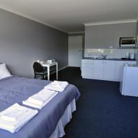 Hotel Pictures: Bribie Island Square, Bongaree