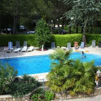 Hotel Pictures: La Vieille Tour, Salavas