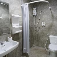 Double Room with Private Bathroom - Small Window