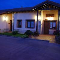 Hotel Pictures: Apartamentos Rurales La Carbayala, Oviñana
