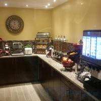 Hotel Pictures: Parkway Motel & European Lodges, Pincher Creek