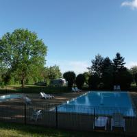 Hotel Pictures: Camping de la Croix d'Arles, Bourg