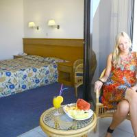 Triple Room with Sea View (2 Adults + 1 Child)