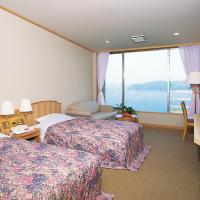 Twin Room with Shared Bathroom and Sea View - Non-Smoking