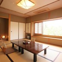 Japanese-Style Superior Room with Mountain View and Shared Bathroom