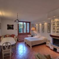 Three-Bedroom House with Terrace - Split Level
