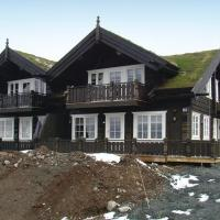 Four-Bedroom Holiday home with Mountain View in Rauland