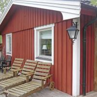 Three-Bedroom Holiday home with a Fireplace in Brokind