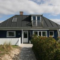 Фотографии отеля: Three-Bedroom Holiday Home Helmvej 05, Fanø