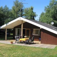 Hotel Pictures: Two-Bedroom Holiday Home Mælkebøttevej 01, Vesterø Havn