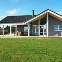 Hotel Pictures: Three-Bedroom Holiday Home Rørsangervænget 01, Bogø By