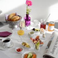 Hotel Pictures: Alte Apotheke Bed & Breakfast, Karlsbad