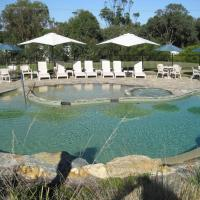 Hotel Pictures: The Lakes Beachfront Holiday Retreat, Lakes Entrance