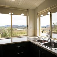 Three-Bedroom Cottage - Kookaburra