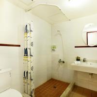 Quadruple room with no window