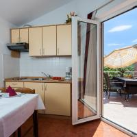 One-Bedroom Apartment with Shared Balcony and Garden View