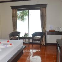 Deluxe Double Room with Beach Access