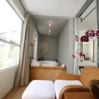 One-Bedroom Suite with Spa Bath and Garden View