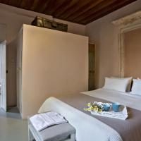 Deluxe Double Room with City View and Balcony