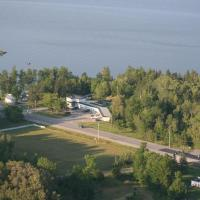 Hotel Pictures: Edgewater Motel and Campground, Temiskaming Shores