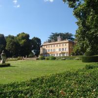 Hotel Pictures: Château de Longsard, Arnas