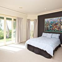 Hotel Pictures: Tranquill Garden Hideaway, Gold Coast