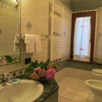 Queen Room with hydromassage shower and sauna